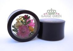 Horn Pink Flower Arrangement Plugs - through 1 – Gauge Queen Hand carved and polished organic horn double flare tunnels with an arrangement of real dried flowers set in resin and mirrored for the perfect pair. 1 and pictured. Piercings, Piercing Tattoo, Plugs Earrings, Gauges Plugs, Ear Jewelry, Body Jewelry, Jewellery, Pink Flower Arrangements, Tunnels And Plugs