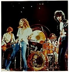 Led Zeppelin – Over The Hill And Far Away (1975)