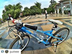 #Repost @guzteee  pagi nte. semangat banget :D - aviator 2.0  Kring.. Kring.. Kring ada sepeda.. sepedaku roda dua  #bike #cycling #cyclinglife #mtb #mtbindonesia #pacificbike #pacificbikerider