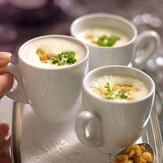 If you are looking for a light, refreshing soup for an exclusive menu, you should take a closer look at this Prosecco foam soup. The post Prosecco cream soup appeared first on Woman Casual. Soup Appetizers, Healthy Appetizers, Appetizer Recipes, Dinner Recipes, Simple Appetizers, Vegetable Soup Healthy, Vegetable Dishes, Casserole Recipes, Soup Recipes