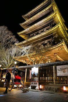Kyoto, japan the yasaka pagoda Yamaguchi, Kobe Japan, All About Japan, Japanese Temple, Wakayama, Shiga, Japanese Culture, Japan Travel, Hotels And Resorts