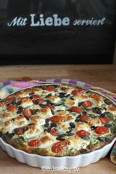 Ob zum Frühstück, Mittagessen oder Brunch- diese glutenfreie Quiche mit Tomaten und Auberginen ist ein sommerlicher Allrounder! Paleo, Vegan und Primal :-)