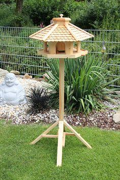 Bird Feeder Plans, Bird House Feeder, Diy Bird Feeder, Bird Houses Diy, Dog Houses, Diy Pallet Projects, Wood Projects, Bird Feeding Table, Wooden Bird Feeders