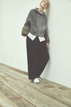 This unique knit pattern and… Knit Fashion, Look Fashion, Unique Fashion, Winter Fashion, Fashion Outfits, Womens Fashion, Fashion Design, Fashion Trends, Moda Boho