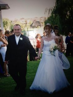 Stonehaven is 5 acre river estate with over 1000 rose bushes and is an ideal place for Weddings as it is located on the Vaal River in Gauteng, 45 mins from Joburg Rose Bush, Private Garden, Bridesmaid Dresses, Wedding Dresses, Elegant Wedding, Acre, Flower Girl Dresses, River, Weddings