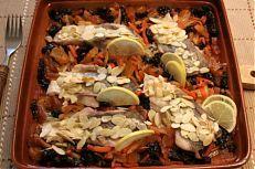 Kapr na černo - moderní variace tradičního vánočního receptu Cobb Salad, Meat, Chicken, Food, Essen, Meals, Yemek, Eten, Cubs
