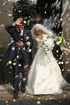 68 Essential Wedding Photography Tips     This is the largest collection of wedding photography tips to ever be assembled on one page of the Internet.