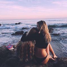 photography girls girl summer b&w Friendship beach ocean best friends b latest teenager posts Best Friend Pictures, Bff Pictures, Friend Photos, Beach Pictures, Best Friend Goals, My Best Friend, Fotos Strand, Shotting Photo, Photos Bff