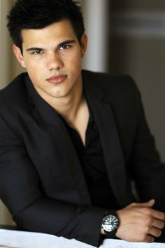 Taylor Lautner STOP!!!!!!!!!Like this !! if you like t this than follow me on pinterest :D