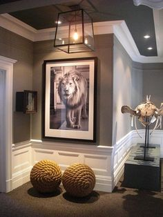 Thick white molding, grey ceiling & walls ~ very, very nice!