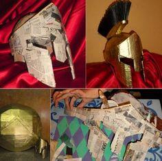 Un disfraz de Gladiador reciclado hecho de papel super auténtico. Con su casco de pasta de papel y su escudo y espada de cartón. Lo primero es hacer tres capas de papel maché (con tiras de papel de periódico mojadas...