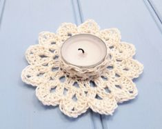 Tips on how to employ suspended candles? Wonderful ideas for wedding ceremonies, events, producing astonishing focal points. Floating Flower Centerpieces, Candle Wedding Centerpieces, Floating Candles, Crochet Designs, Crochet Patterns, Unity Candle Holder, Crochet Wedding, Tea Light Holder, Tea Lights