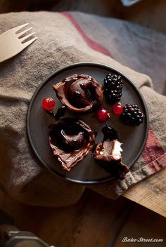 tortellini-de-chocolate-relleno-de-mascarpone-avellana-y-moras http://bake-street.com