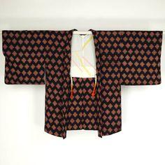 Black and flower pattern haori / 黒地に花柄を行儀良く並べた羽織り   #Kimono #Japan http://global.rakuten.com/en/store/aiyama/