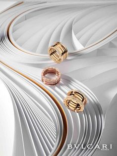 Discover exquisite and charming pieces of jewelry for timeless beauty. Known for shimmering diamonds and daring design, Bvlgari is recognized the world over. Jewellery Advertising, Jewelry Ads, Photo Jewelry, Jewelry Rings, Jewelry Design, Fashion Jewelry, Women's Fashion, Gold Jewellery, Small Drawstring Bag