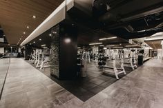 Montalba Architects choses earthy materials for Equinox Vancouver Equinox Gym, Equinox Fitness, Gym Interior, Luxury Homes Interior, Interior Design, Dream Gym, Mirror Ceiling, Fireplace Set, Cove Lighting
