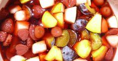 Wenn du überschüssiges Obst haltbar machen möchtest ist der Rumtopf eine tolle Option. Du lagerst leicht Früchte ein und produzierst ein tolles Geschenk.