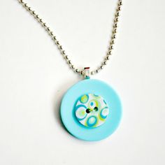 11 Easy DIY Buttons Jewelry Projects: Making Jewelry from Buttons | Pretty Designs