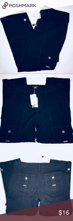 "White House Black Market black cargo pants 4 NWT White House Black Market black cargo pants, size 4, NWT, 97% cotton, 3% spandex 25"" inseam, waist 32"" White House Black Market Pants Ankle & Cropped"