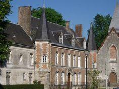 Argoules (Photo Roger Bommerez) : c'est un charmant village dont les maisons rustiques sont éparpillées le long de la vallée de l'Authie. Un château renaissance et une petite église du XVIe siècle en constituent le choeur. La place est dominée par un tilleul vieux de quatre cents ans, baptisé arbre de Sully, et qui selon la tradition, aurait été planté sous le règne d'Henri IV. A l'ouest du village, se dresse l'imposante abbaye de Valloires, fondée en 1143 mais achevée...