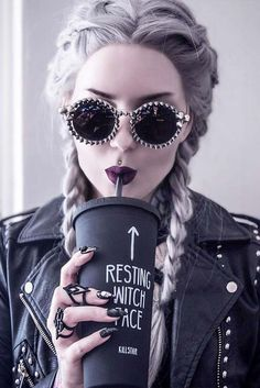 18 Stunning Silver Hair Looks to Rock ★ Easy Hairstyles with Silver Hair for a. 18 Stunning Silver Hair Looks to Rock . Rock Hairstyles, Easy Hairstyles, Drawing Hairstyles, Foto Top, Chica Cool, Photographie Portrait Inspiration, Estilo Rock, Digital Art Girl, Short Styles