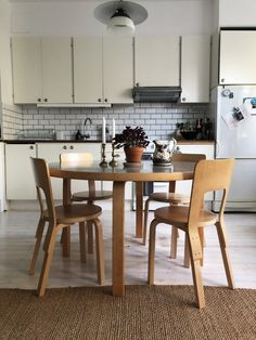 Nya stolar! | Flora Wiström Home Interior, Interior And Exterior, Interior Design, Dining Area, Kitchen Dining, Alvar Aalto, Home Look, Humble Abode, Interior Inspiration