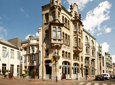 Ik heb stage gelopen in het NH Gent Belfort achter de receptie als receptionist voor 3 maand.