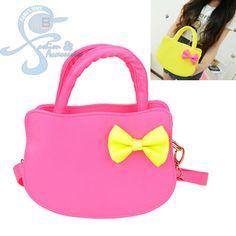Tas import yang unyu2, cantik, manis dan lucu. Kitty Pink  Bahan: PU Leather Ukuran: 20x10x26cm Berat: 370gr Warna Dasar: Shock Pink