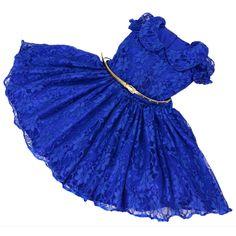 A inspiração européia, o estilo clássico e os detalhes exclusivos, são características da Liminha Doce, uma das marcas referência no mercado de moda infantil feminino. Esse modelo é composto por, vestido + sinto. Tamanho Infantil: P-M-G-1-2-3-4-5 (6 a 10 anos terão um acréscimo de R$ 40,00) ...