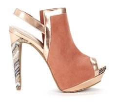 modern pump with metallic detail.. looks super cool on the foot