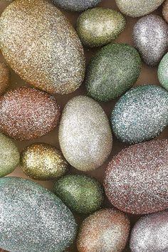 Glitter eggs- perfect for that sparkly Easter/Spring decor Egg Crafts, Easter Crafts, Holiday Crafts, Easter Decor, Christmas Diy, Happy Easter, Easter Bunny, Easter Eggs, Sparkles Glitter