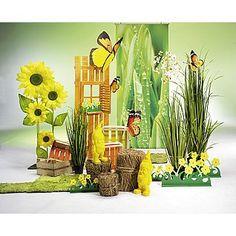 Dekoidee Frühlingsblume Leuchtendes Gelb trifft auf saftiges Grün - eine frühlingshafte und verspielte Dekoration mit gelben Zwergen, Blumen und Schmetterlingen in Verbindung mit Kunstgräsern ud Graspaneelen.  http://www.decowoerner.com/de/Saison-Deko-10715/Fruehling-Ostern-10729/Komplette-Dekoideen-Fruehling-Ostern-11324/Dekoidee-Fruehlingsblume-640.367.00.html