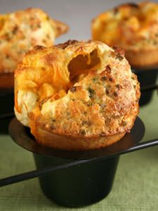 Other pinner says: These are our favorite breakfast popovers. Again, you put a cube of cheese in the bottom of the popover cups but add the bacon bits to the batter. Bread Bun, Bread Rolls, Muffins, Savoury Baking, Bread Baking, Scones, Bread Recipes, Cooking Recipes, Cookies