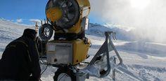 Eine mobile Schneekanone sorgt für Schnee an der richtigen Stelle. ©TechnoAlpin #mountaintalk Techno, Snow, Train, Fake Snow, Cannon, Techno Music, Strollers, Eyes, Let It Snow