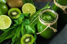 10 recetas de batidos para bajar de peso - Adelgazar en casa Healthy Green Smoothies, Pinterest Hair, Lose Weight At Home, Smoothie Recipes, Health Fitness, Healthy Recipes, Fruit, Drinks, Food