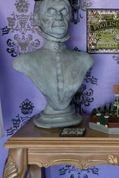 Prop Showcase: Haunted Mansion Room,