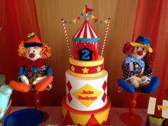 Esse trio é incrível, os palhaços de tecido cuidando do imenso bolo Fake Circo confeccionado pela Arte by Galante