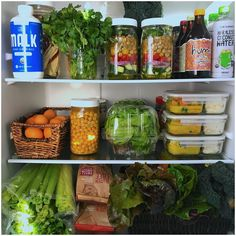 Gorgeous plant-based prepped fridge via Healthy Fridge, Types Of Organisation, Refrigerator Organization, Kitchen Organization, Whole Food Recipes, Healthy Recipes, Meal Prep For The Week, Fat Burning Foods, Plant Based Recipes