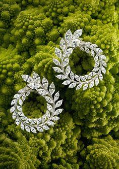 Aretes de la colección Green Carpet de Chopard Adorandos con diamantes talla marquesa, colocados en orden ascendente respecto a su tamaño.