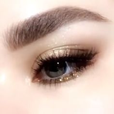 makeup makeup 2017 step by step makeup remover diy makeup looks for green eyes makeup remover vs micellar water makeup quick to eye makeup what can i use eye makeup tips Eyebrow Makeup Tips, Makeup Eye Looks, Makeup Videos, Eyeshadow Makeup, Hair Makeup, Eyeshadow Palette, Glitter Eyeshadow, Korean Eyeshadow, Simple Eyeshadow Looks
