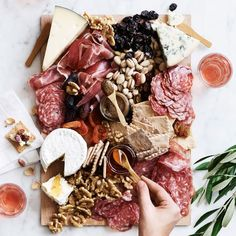 Charcuterie Recipes, Charcuterie Platter, Charcuterie And Cheese Board, Cheese Boards, Charcuterie Gifts, Charcuterie Spread, Cheese Gift Baskets, Cheese Gifts, Gourmet Cheese