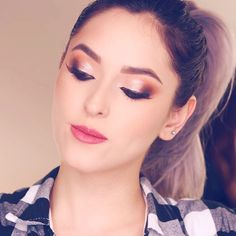 #Youtuber kika nieto #Colombia       BELLO MAKEUP BY PAUTIPS Poses, Diva, Make Up, Pikachu, Christmas, Mariana, Famous Youtubers, Grandchildren, Eye Make Up