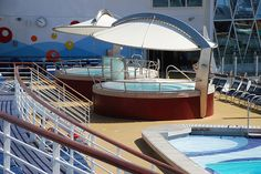 Hot tubs on the Sports Deck on the Oasis of the Seas    http://www.fastbikeparts.ch/288-hersteller-velo-bike-shop