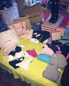 if my boyfriend spoiled me like this im staying with him forever if my boyfriend spoiled me like thi