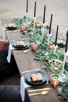 Prettiest wedding tablescapes - 45 Ways to Dress Up Your Wedding Reception Tables ; From rustic to elegant sophisticated wedding. Don& miss these 45 fabulous wedding tablescapes for wedding reception Wedding Reception Tables, Wedding Table Settings, Place Settings, Reception Ideas, Wedding Table Runners, Table Decor Wedding, Picnic Table Wedding, Buffet Wedding, Outdoor Table Settings