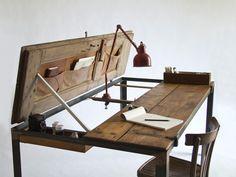 Escrivaninha e Luminária Antiga