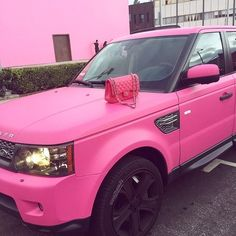 Fancy Cars, Cute Cars, Camila Rodriguez, Hot Pink Cars, Pink Range Rovers, Girly Car, Car Goals, Best Luxury Cars, Travel Style