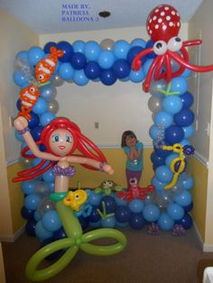 Under the Sea Themed Giant Balloon Picture Frame made by Patricia Balloona. http://patriciaballoona.wordpress.com/2014/03/19/328th-balloon-sculpture-under-the-sea-giant-picture-frame/