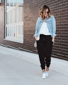 I call these 'the fancy joggers'. Easily dressed up or down Casual Winter Outfits, Fall Outfits, Fashion Outfits, Women's Fashion, Fashion Trends, Joggers Outfit, Blazer Outfits, Curvy Outfits, Plus Size Outfits