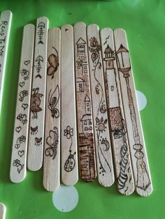 Popsicle Stick Crafts, Craft Stick Crafts, Wood Crafts, Diy And Crafts, Arts And Crafts, Wood Burning Crafts, Wood Burning Patterns, Wood Burning Art, Dremel Wood Carving